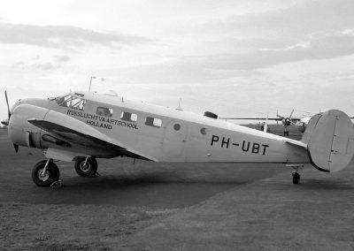 Beechcraft D18S Ian MacFarlane